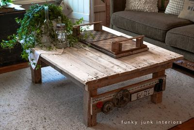 DIY New Junk Styled Pallet Wood Coffee Table