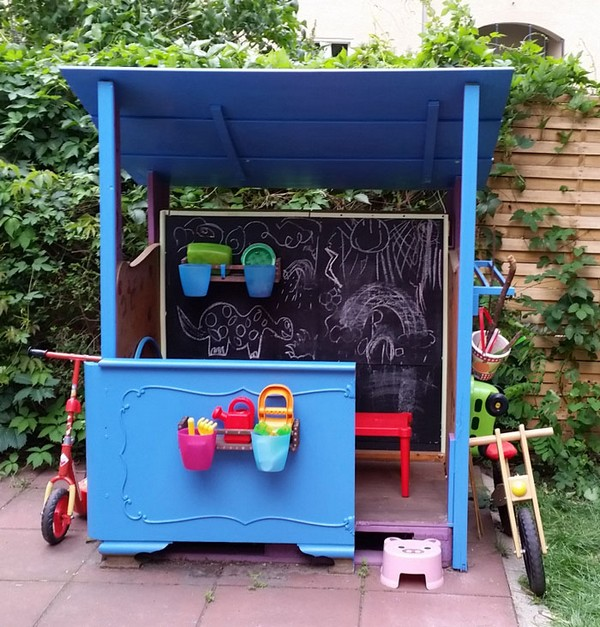 DIY Upcycled Scrap & Pallet Wood Playhouse