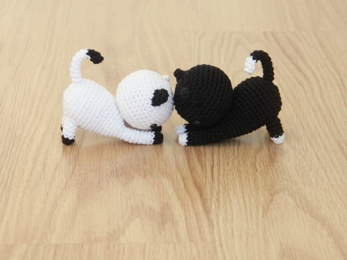 Free Playing Cats Crochet Amigurumi Pattern