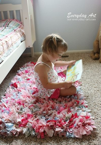 Make A DIY Rag Rug By Everyday Art