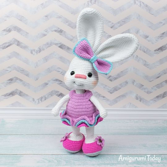 Crochet Pretty Bunny Amigurumi In Dress