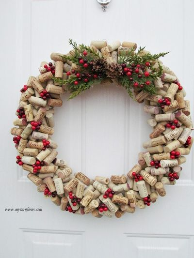 Make A Christmas DIY Wine Cork Wreath