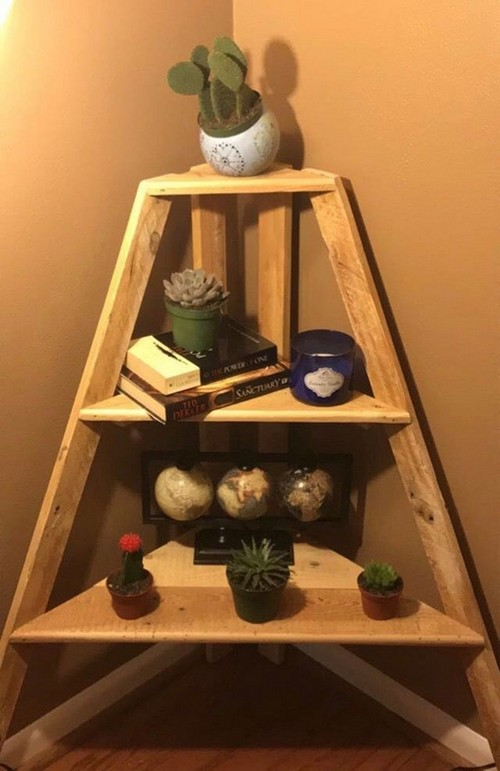 DIY Corner Shelf Made From Pallet Wood