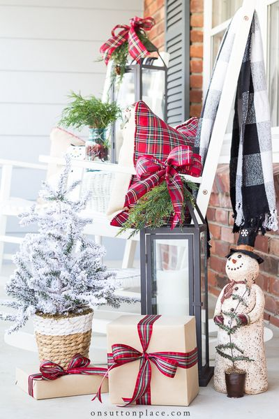 Outdoor DIY Christmas Decorations Idea for the Porch