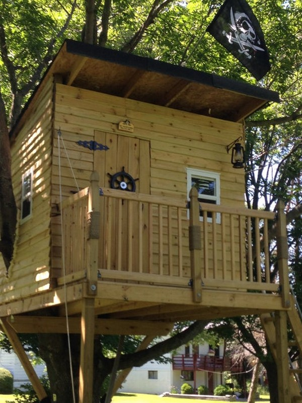 DIY Pirate Hideout Treehouse